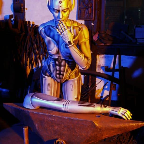 GEEK ART - Bodypainting meets SciFi, Fantasy and more: Metropolis Photoshooting mit Model Sarah als Menschmaschine in der Roboter-Schmiede Brütt. Eldagsen, 30.04.2018 - Ein Projekt des Fotografen Tschiponnique Skupin und des Bodypainters und Transformakers Enrico Lein